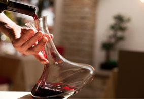 Servieren von Wein